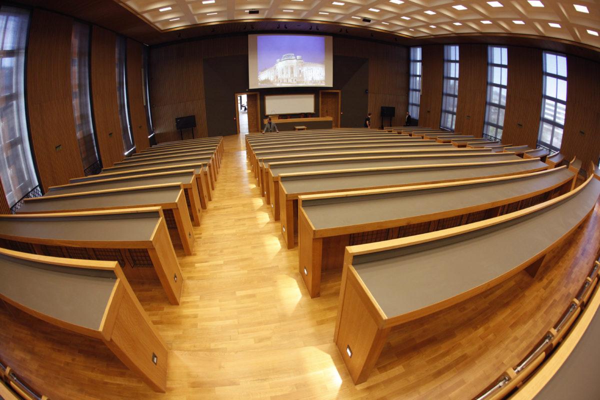 ВАС не призна правен интерес на преподавател да оспори отмяната на реформата в юридическото образование