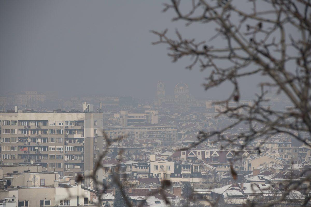 Съдът задължи Столичната община да съобщава за мръсния въздух и във Фейсбук