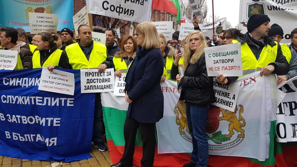 Цецка Цачева отряза надзирателите за увеличение на заплатите