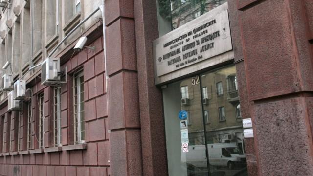 Потвърдено от съда: 55 000 лева глоба за НАП след запорираните сметки на жена за чужд дълг