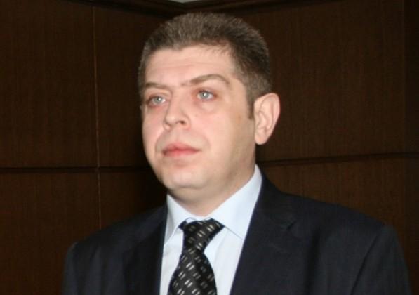 Съдия Петър Сантиров вече не иска 100 000 лева от бившия следовател Петьо Петров и е осъден да му плаща