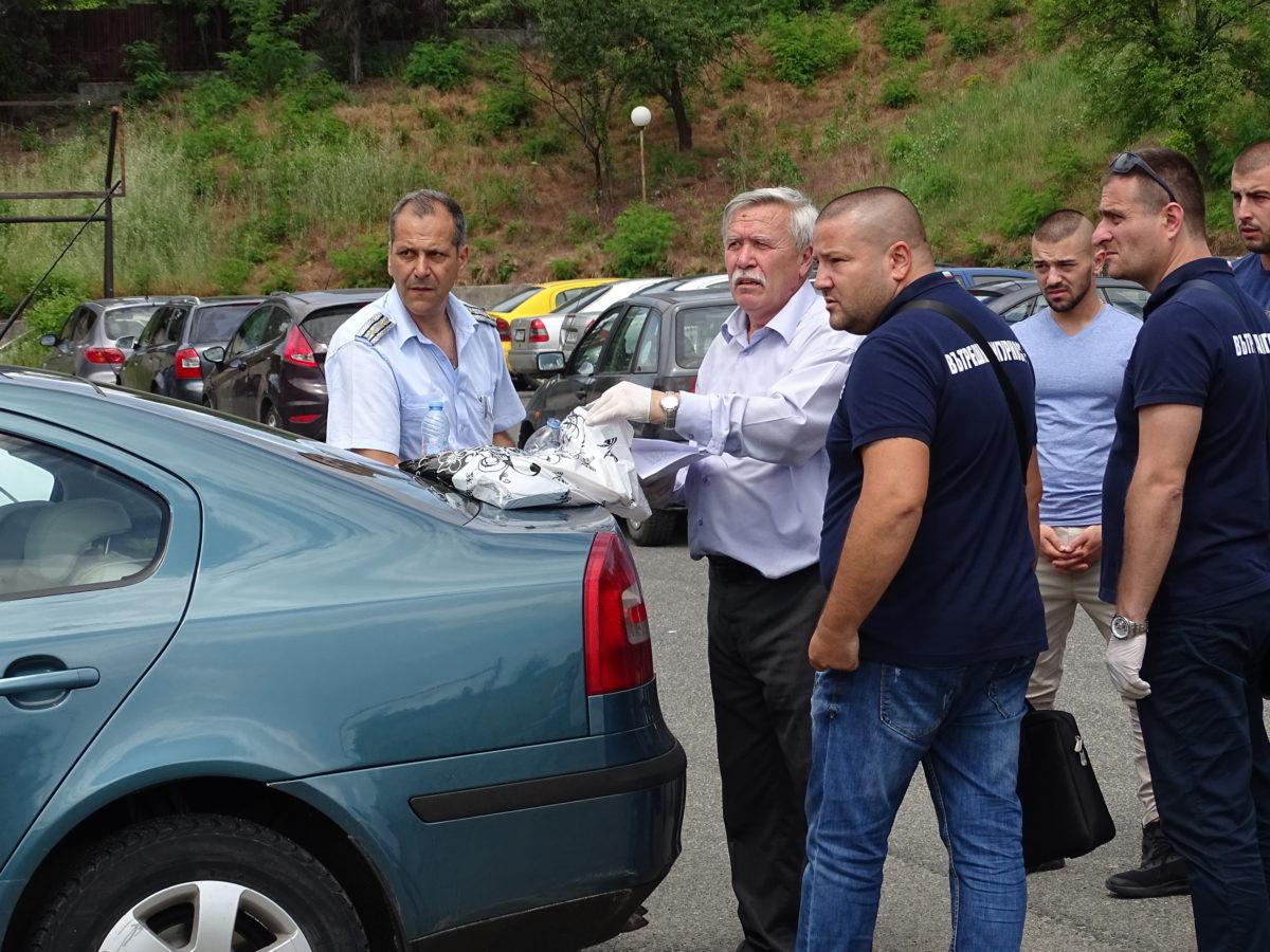 Арестуваният за корупция шеф на КАТ в Благоевград получи три обвинения