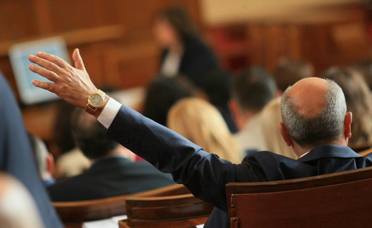 Парламентът гласува кариерните бонуси за членовете на ВСС