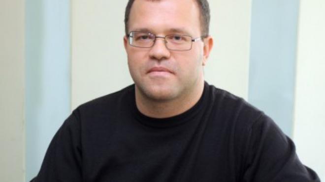 """Бивш преподавател по """"Право"""" в СУ е осъден за опит за принуда и оправдан за разврат"""