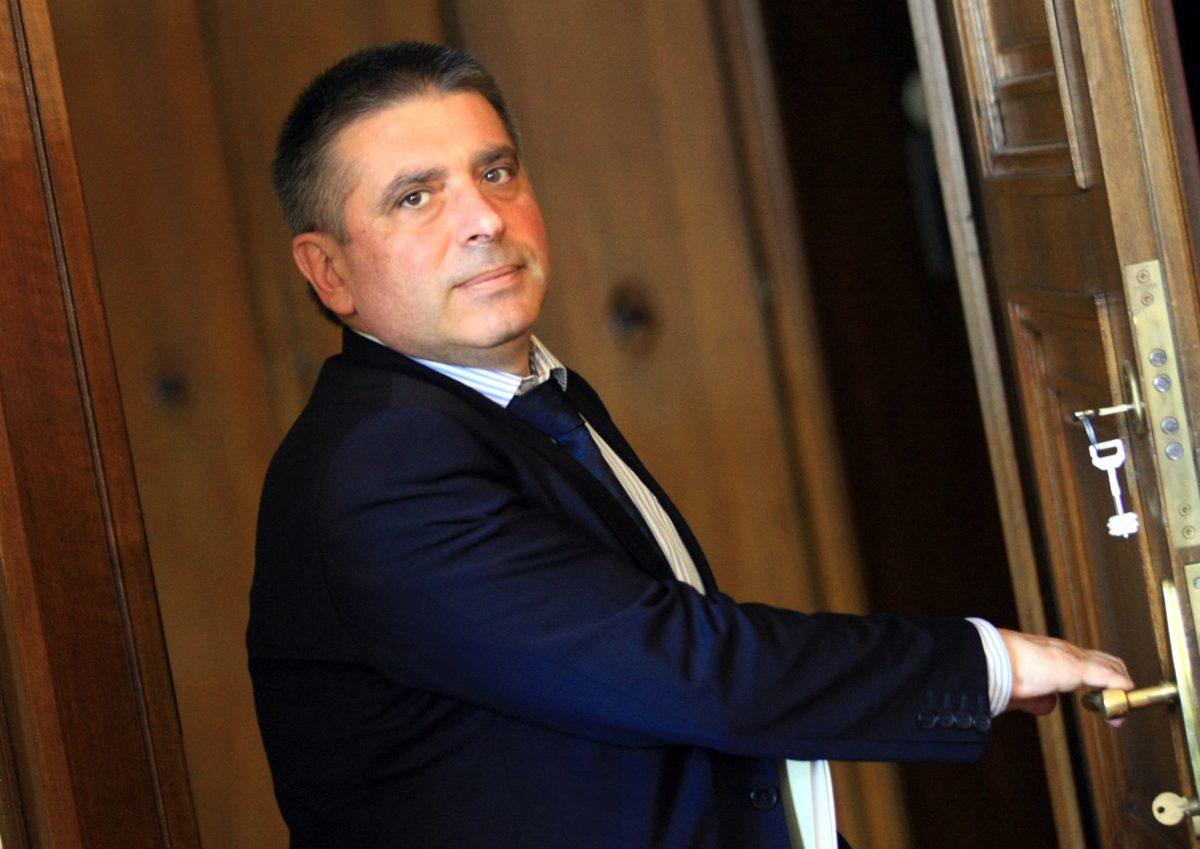 """Данаил Кирилов предлага премахването на задочното обучение по """"Право"""" да се отложи с още година"""