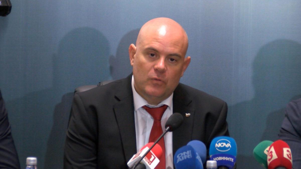 Началник от КАТ-Габрово е в ареста за схема с луксозни коли от Германия
