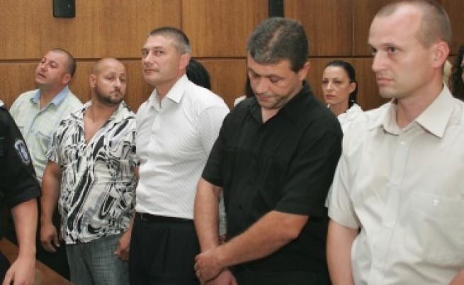 7 години затвор за полицаите, обвинени за смъртта на Чората