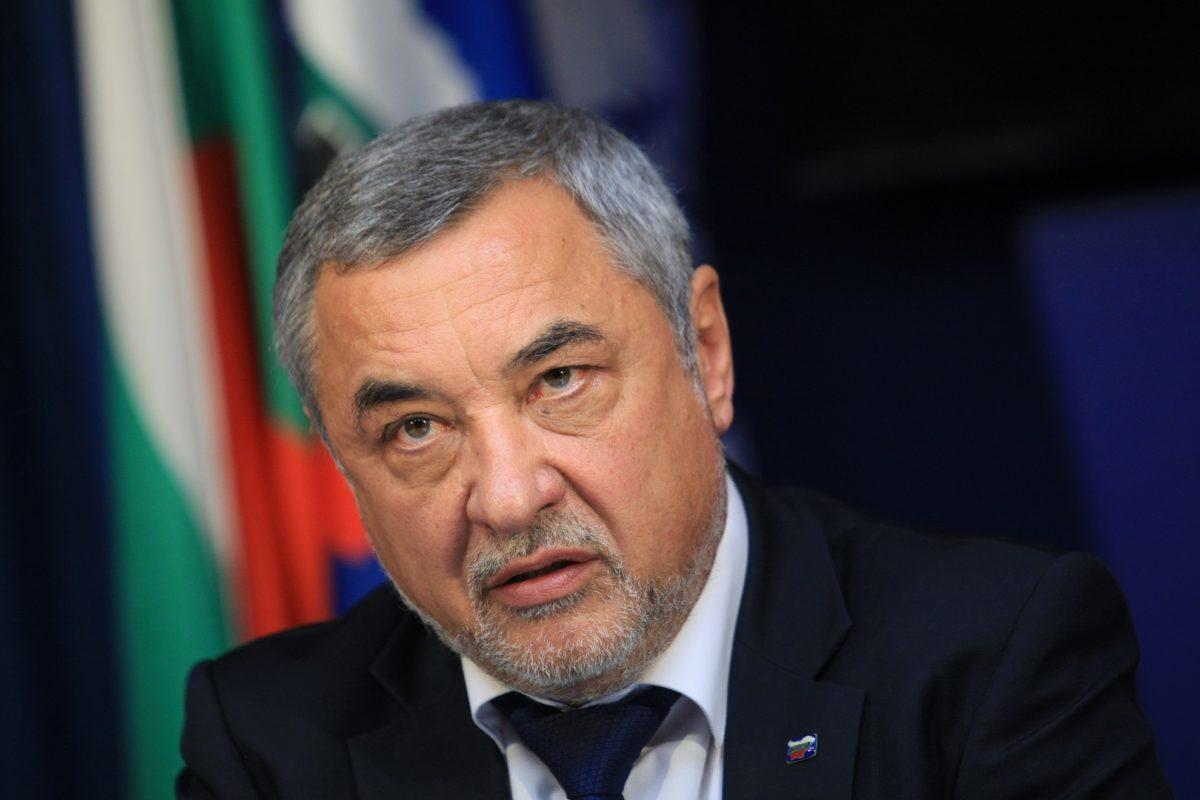Валери Симеонов подаде оставка, премиерът я прие