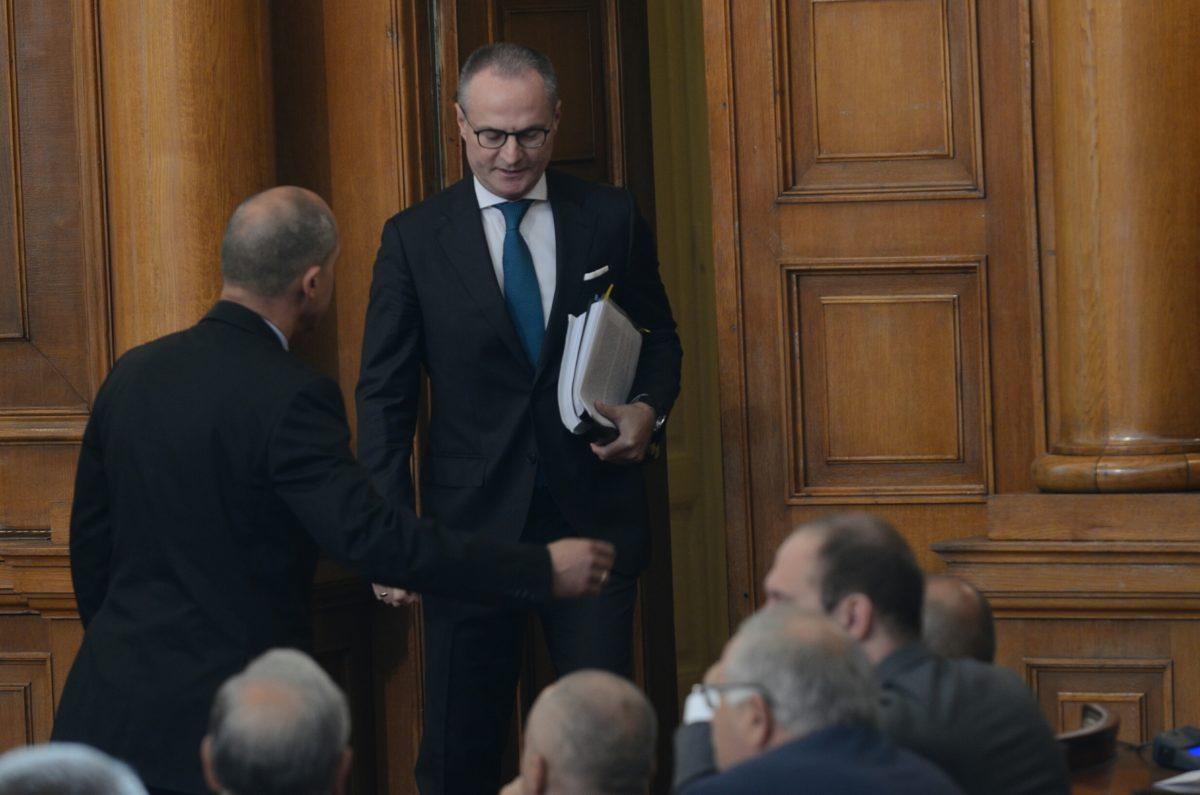 Парламентът търси върховните съдии, но ги слуша само когато му е изгодно