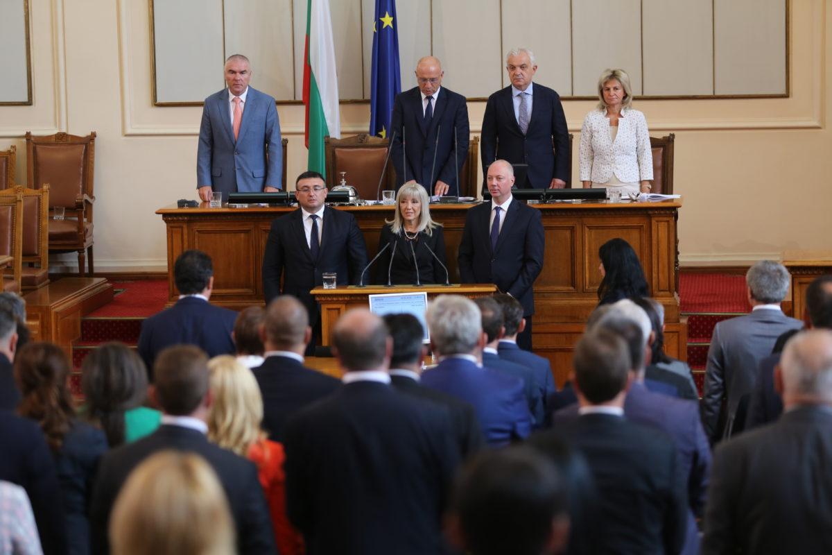 Парламентът подкрепи рокадите в кабинета и избра новите трима министри