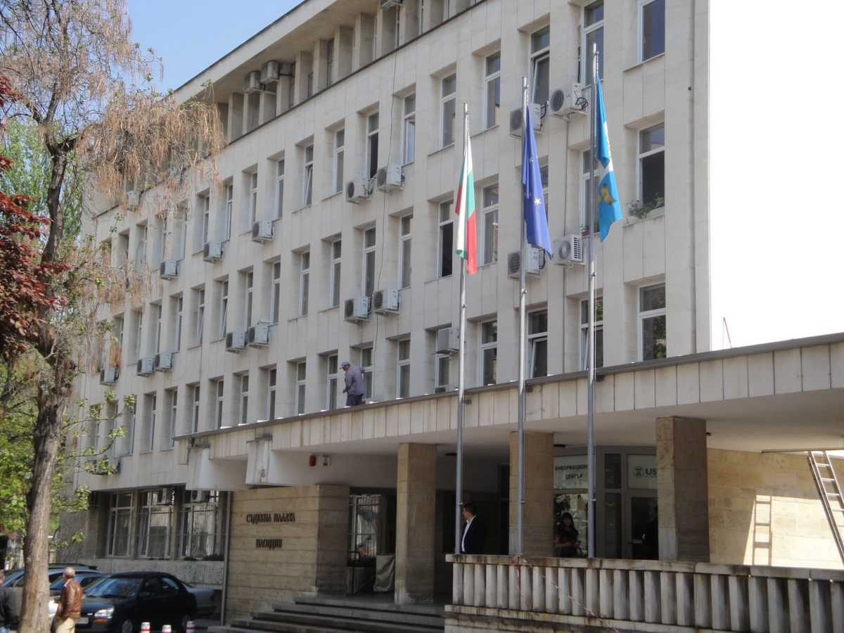 Постоянен арест за адвоката, организирал грабежа в Роженския манастир