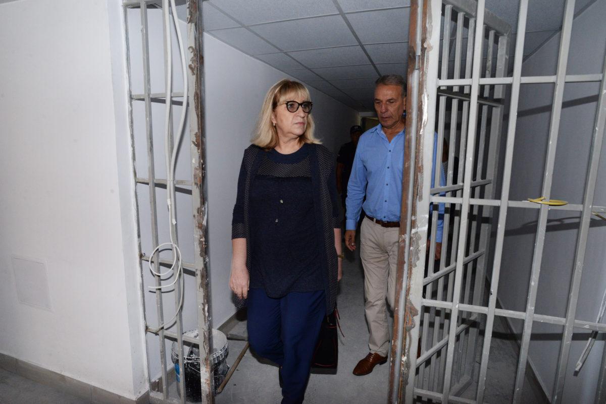 250 затворници ще са с електронни гривни до края на годината