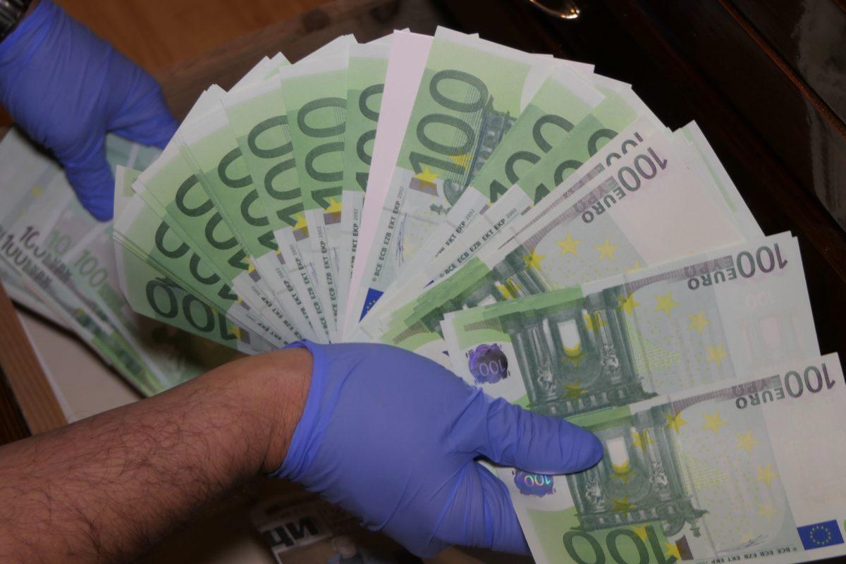 Милиони долари и евро са печатани в хотел в Слънчев бряг