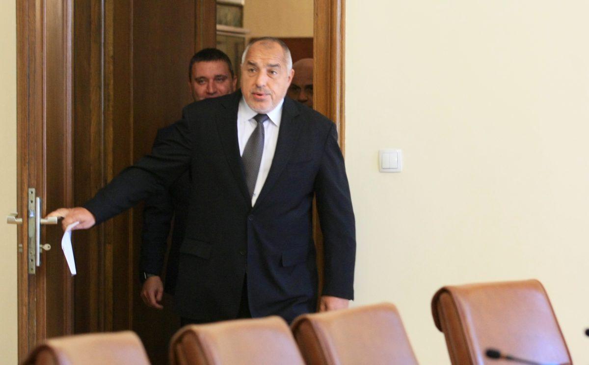 МВР и ДАНС проверяват издадените български паспорти на чужденци