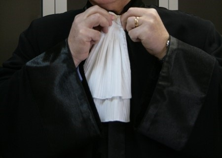 Един ясен отговор на трудния въпрос за влизането в адвокатурата – да не се допускат изгонени от други професии