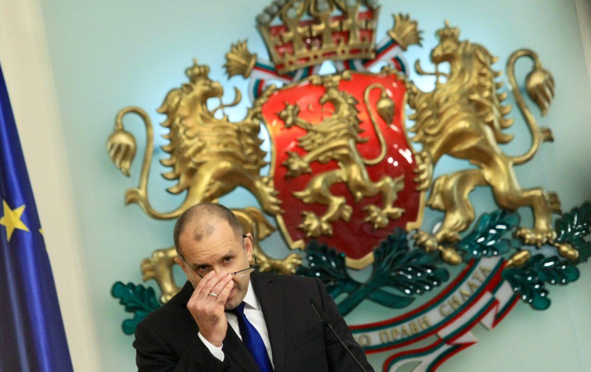 Президентът Радев: Изходът е един – оставка на правителството и главния прокурор