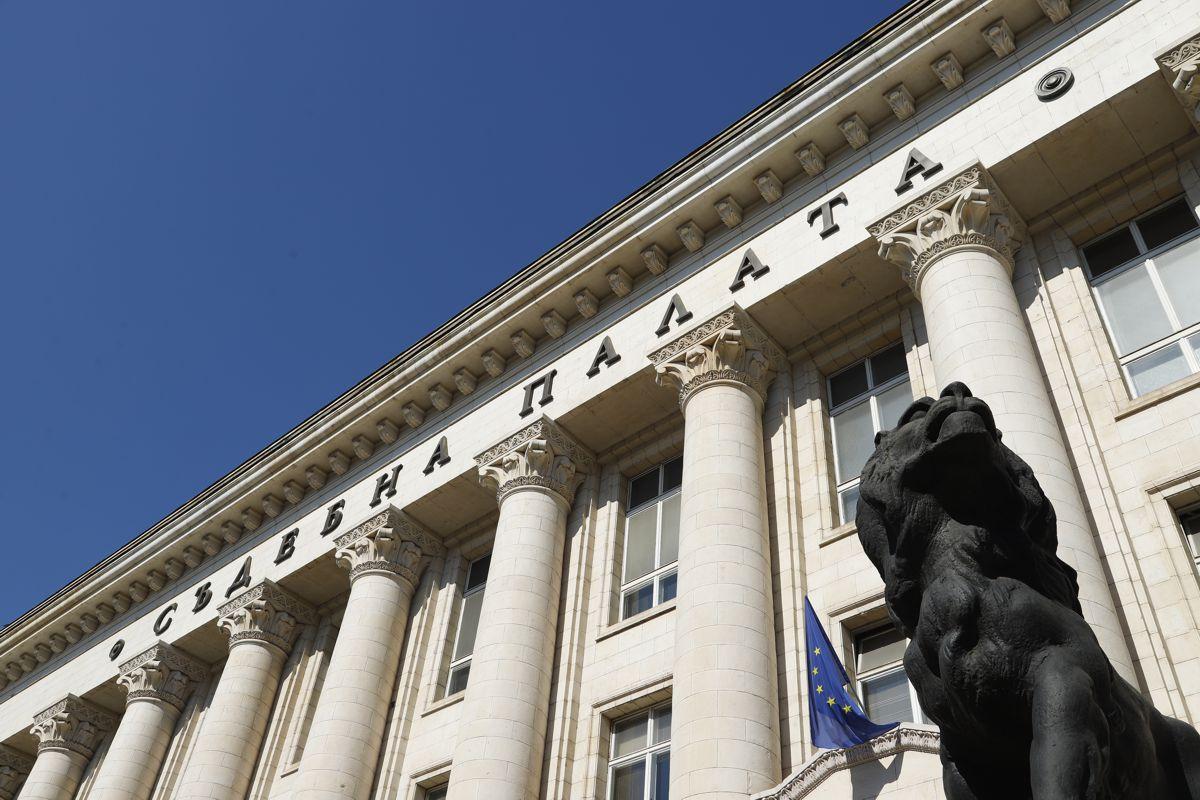 Засечени са кражби в прокурорски кабинети в Съдебната палата, сменят чистачите