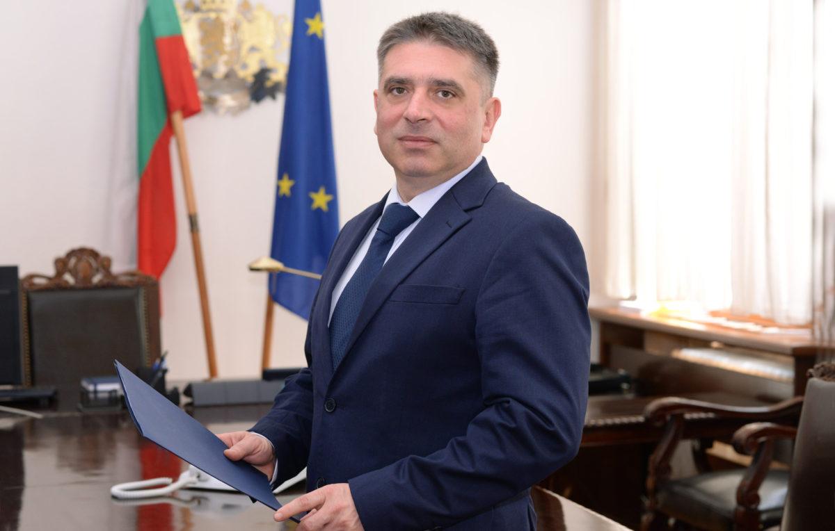 """Данаил Кирилов предложи """"Право"""" да се учи задочно още година"""