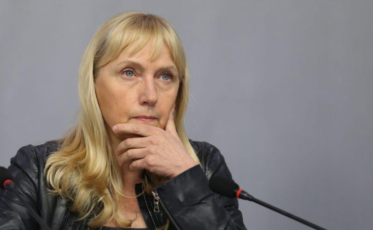 Полицията ще проверява къщи за гости на морето на семейството на Елена Йончева