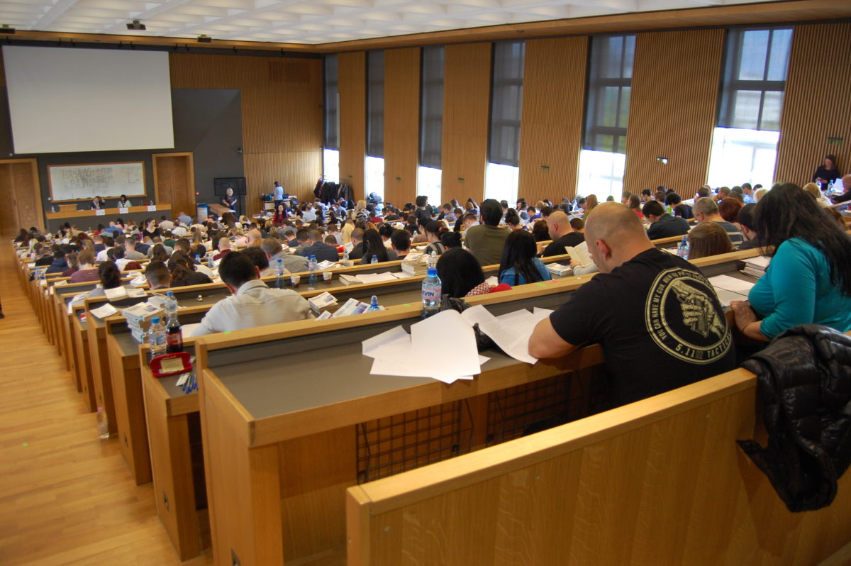 574 юристи решаваха казус и тест, за да станат младши следователи