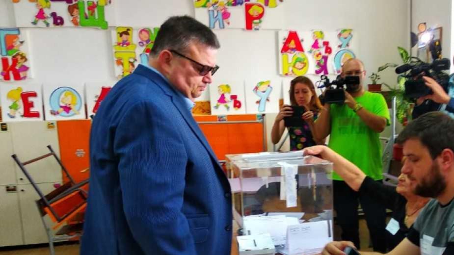 Един арестуван и 18 разследвания за изборни нарушения и купуване на гласове
