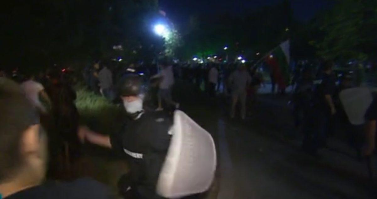 """Оправданият полицай за побоя в """"нощта на белия автобус"""" осъди прокуратурата за 30 000 лева"""