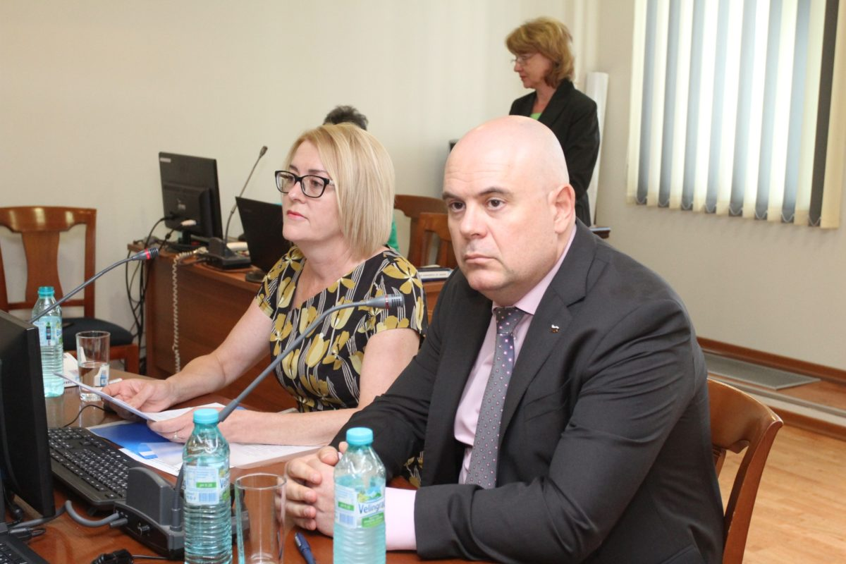 КАК е поискала данни за делата на Иван Гешев в спецпрокуратурата, за да отговори на Лозан Панов