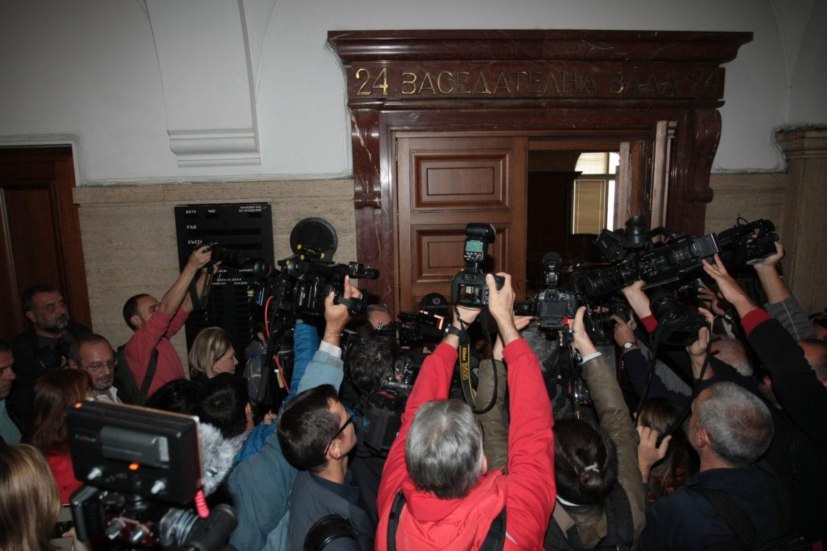 Българите не знаят кой е председател на ВКС, но много от тях искат да го избират