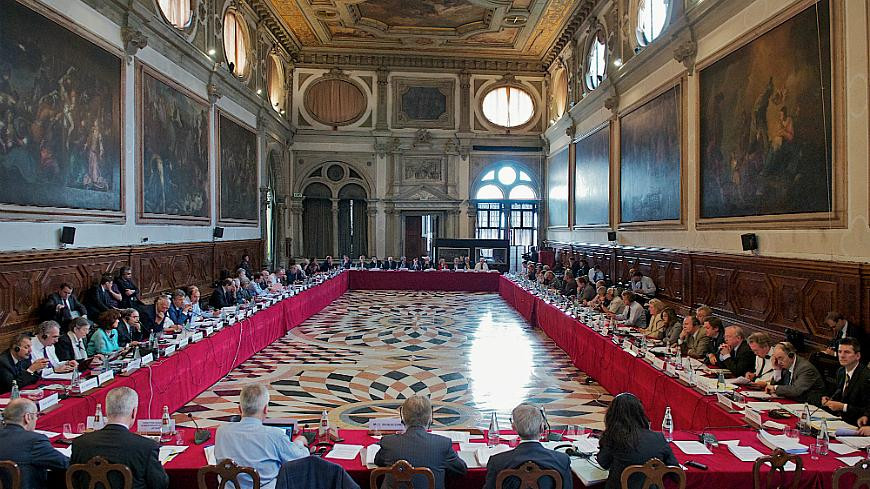 Венецианската комисия видя неясни и произволни промени в проекта за нова Конституция