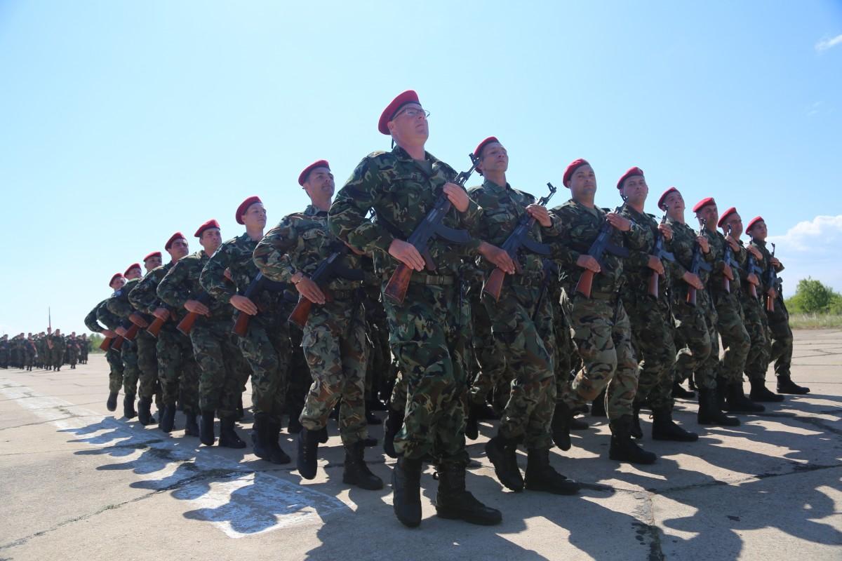 Има риск от корупция в идеите за подбора кой пенсионер да остане по-дълго в армията