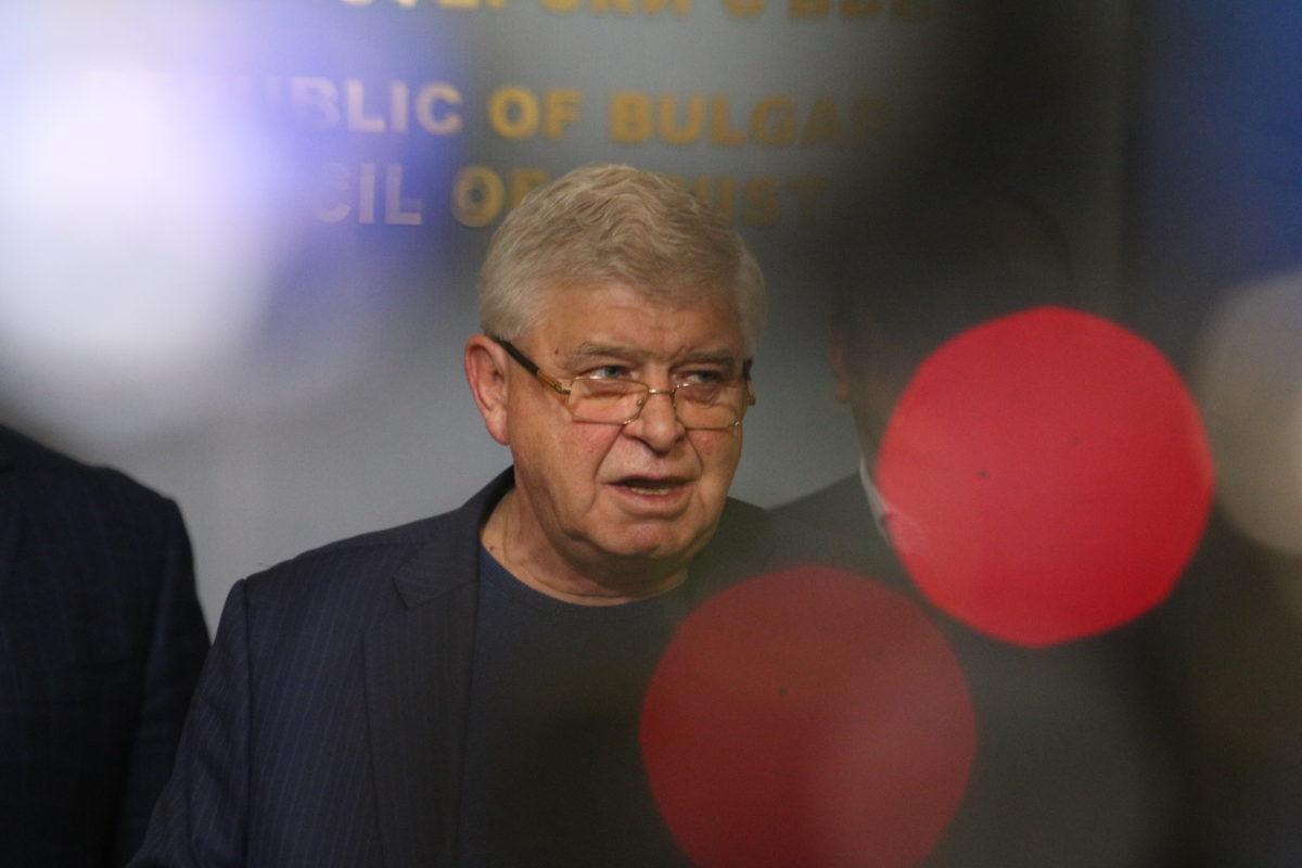 Здравният министър забрани влизането на чужденци в България