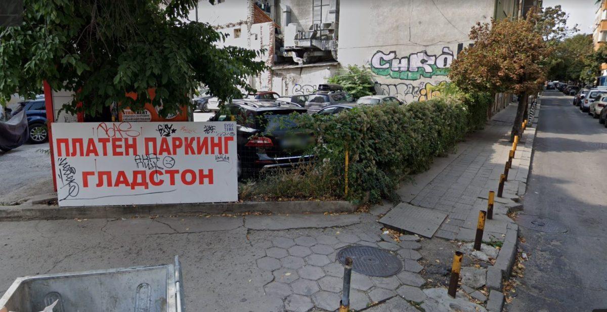Пенсионерка осъди общината за 12 000 лв., след като се спъна в счупени плочки в центъра на София