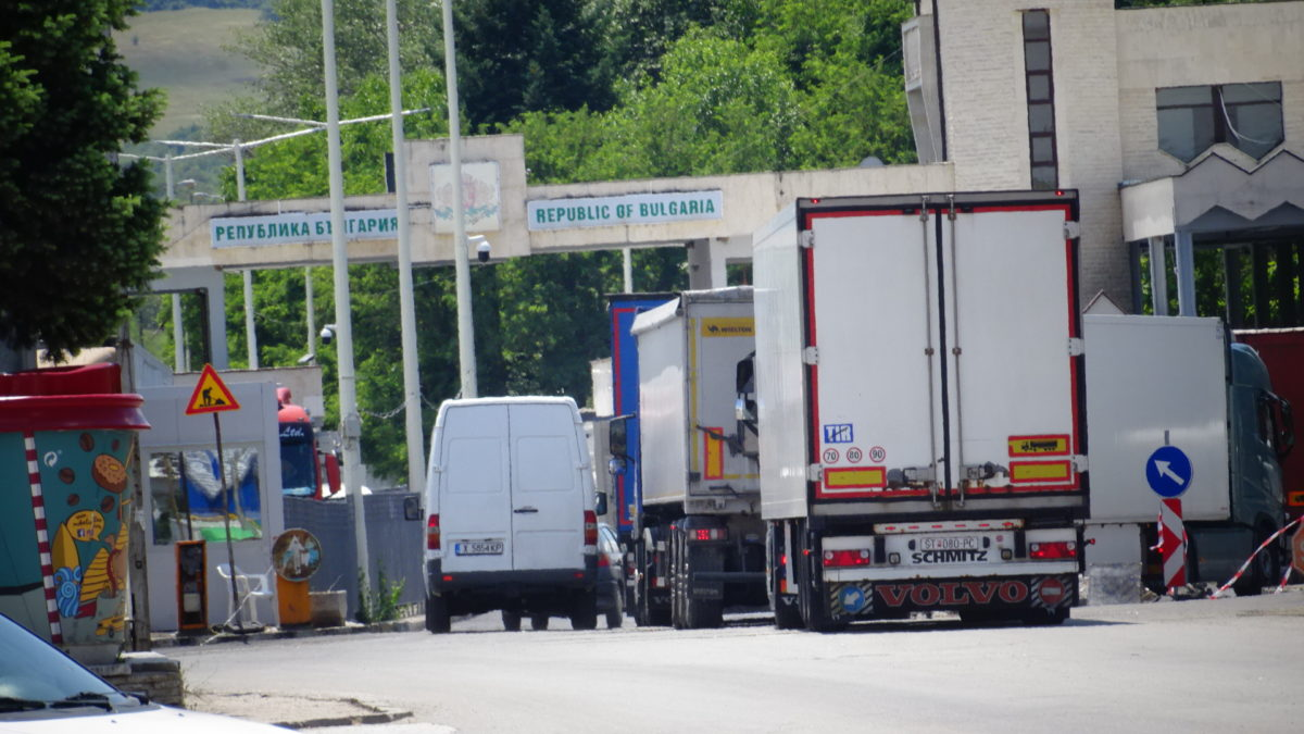 Омбудсманът атакува в КС спирането на границата за неплатени пътни глоби