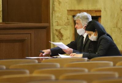 Адвокатите Тодор Филипов и Райна Аврамова представляват ВАдС пред съда. Аврамова беше кандидат за председател на САК, но не отиде на балотажа, в който един срещу друг се изправиха Александър Машев и Стефан Марчев