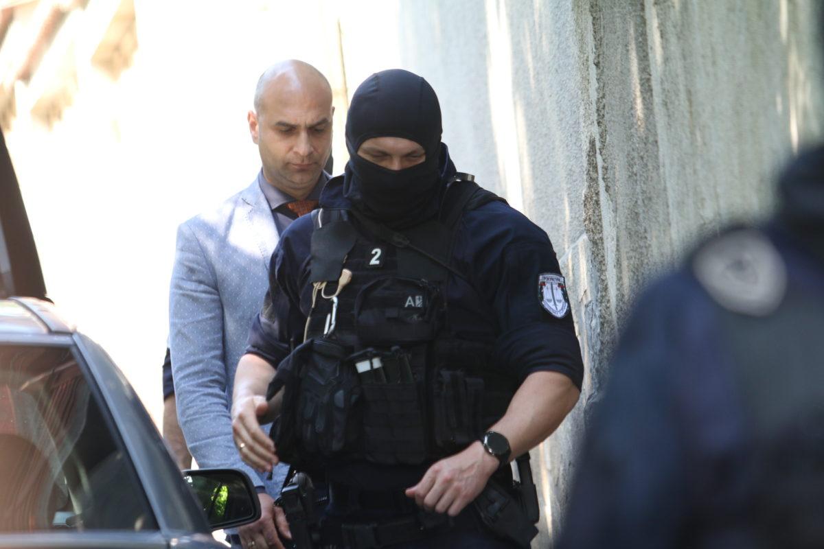 Задържан е близък до Васил Божков, заподозрян за проследяване на прокурор