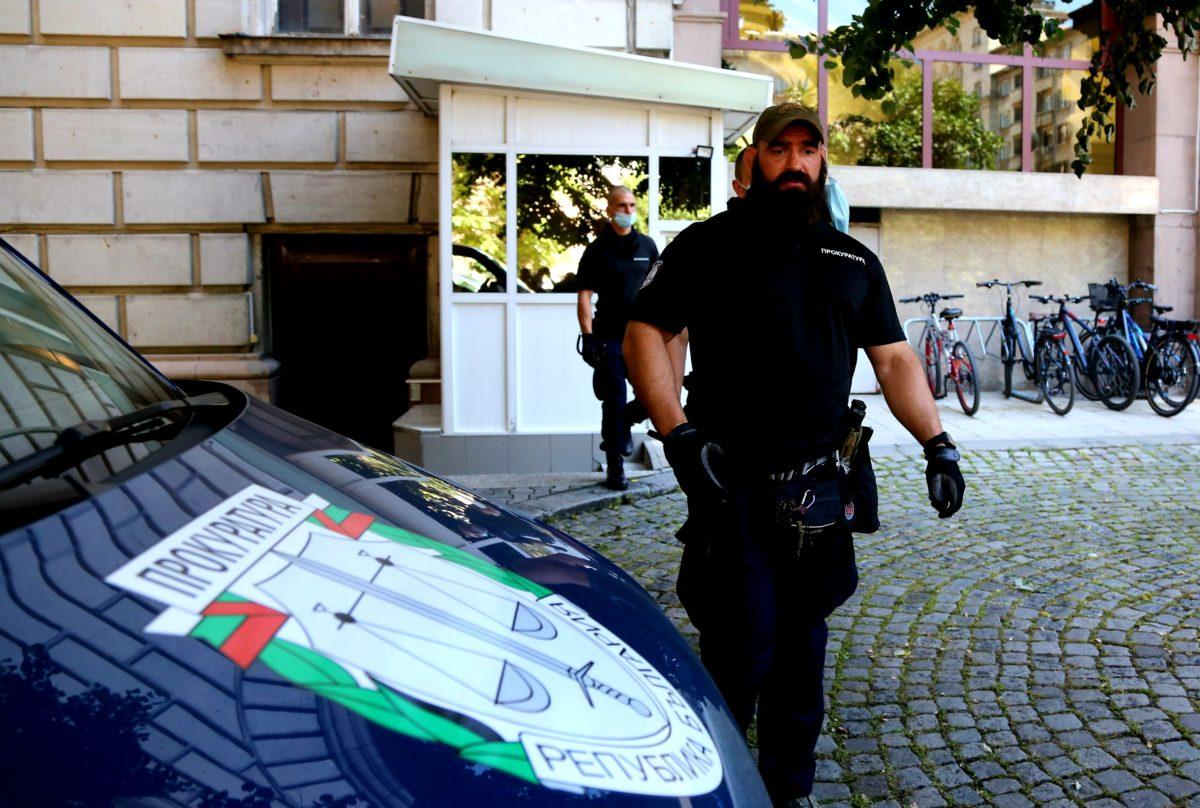 Арести в екипа на Румен Радев след акция в президентството