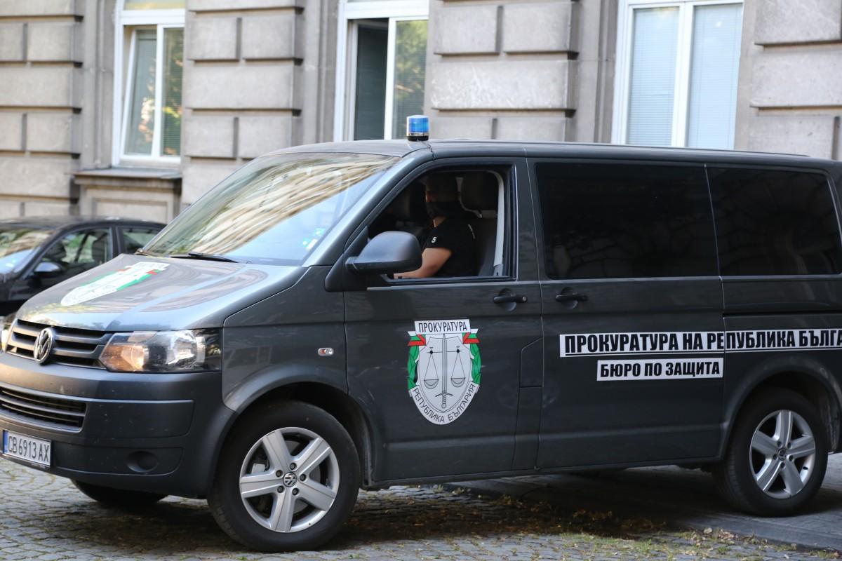 Прокуратура и полиция влязоха в президентството. Арестуваха Пламен Бобоков