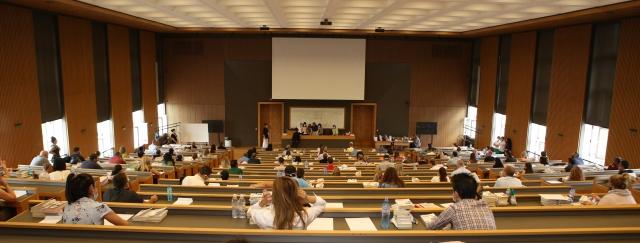 231 кандидати се явиха на писмения изпит в конкурса за административни съдии