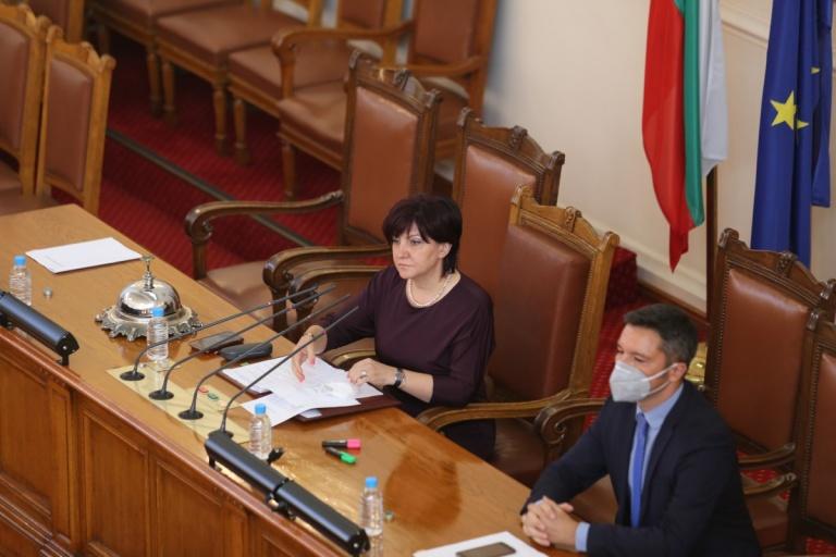 Извънредното заседание на парламента не се състоя
