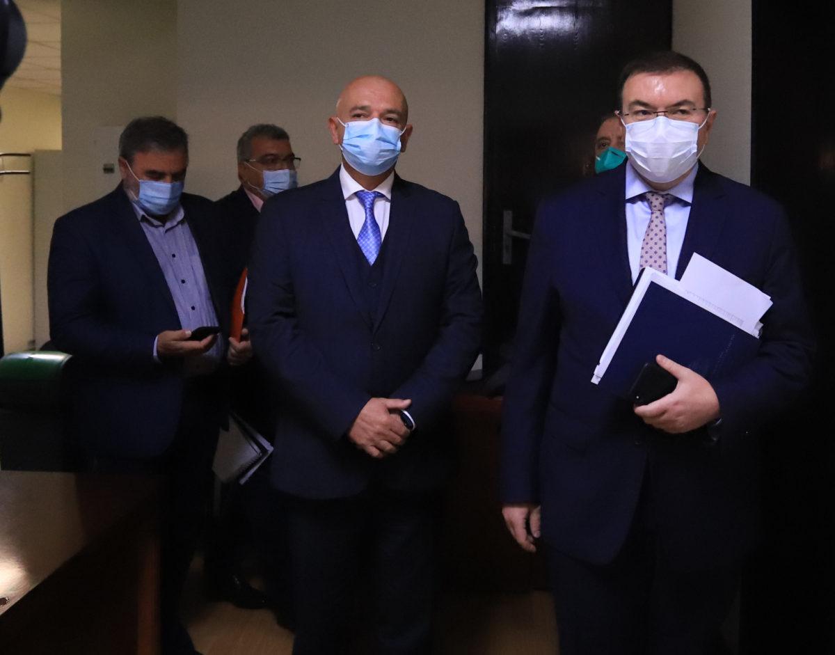 Щабът: Носете маски – ще карате вируса по-леко