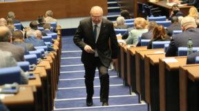 Вносителят на предложението за високите неустойки Спас Панчев за първи път говори по темата от парламентарната трибуна.
