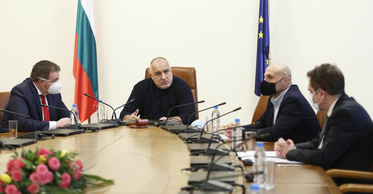 Бойко Борисов депозира оставката на Министерския съвет