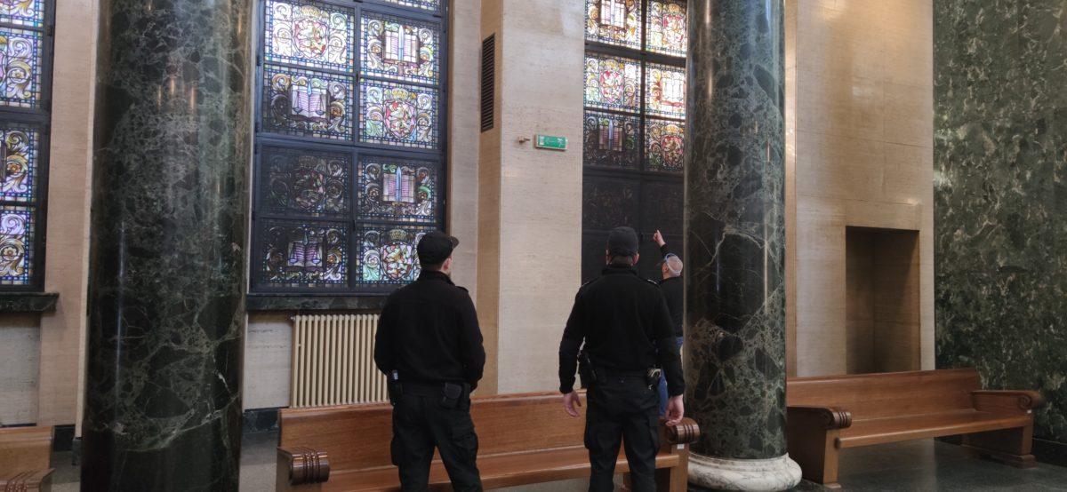 Част от витражите в Съдебната палата осъмнаха като почернени