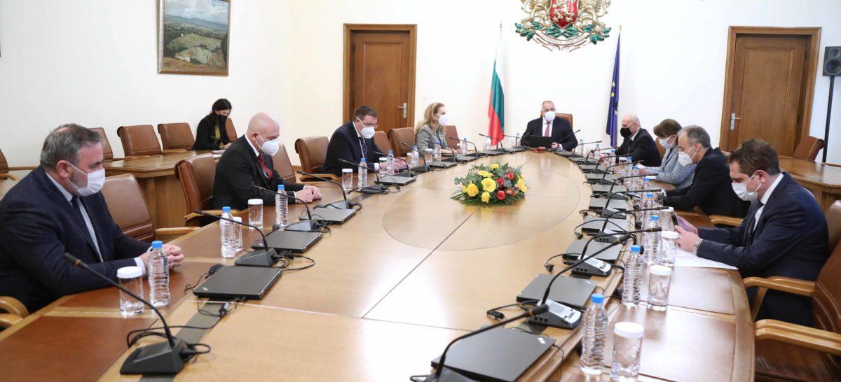 Премиерът заговори за отваряне на заведенията с 50% от капацитета и до 22,30 ч.