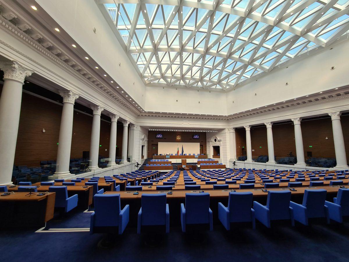 Новият парламент се събира на 15 април