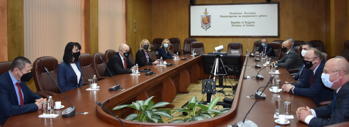 Главният прокурор награди 18 магистрати и полицаи