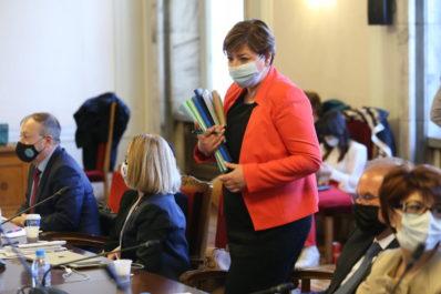 Бившата председателка на комисията Анна Александрова от ГЕРБ сега е редови член.
