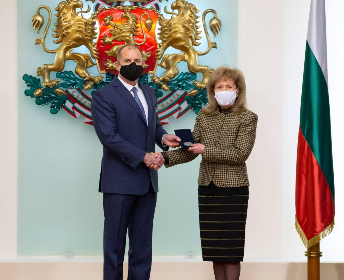 Проф. Екатерина Трендафилова получи почетния знак на президента