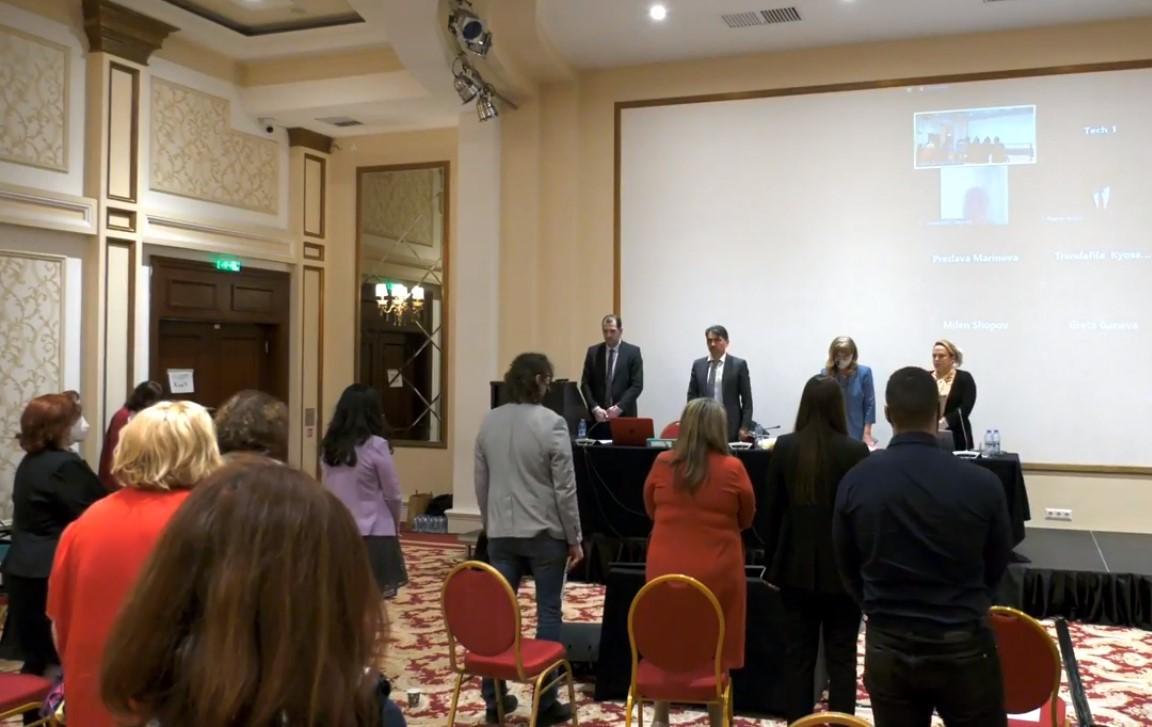 Събранието почете с минута мълчание адвокатите, починали през миналата година.