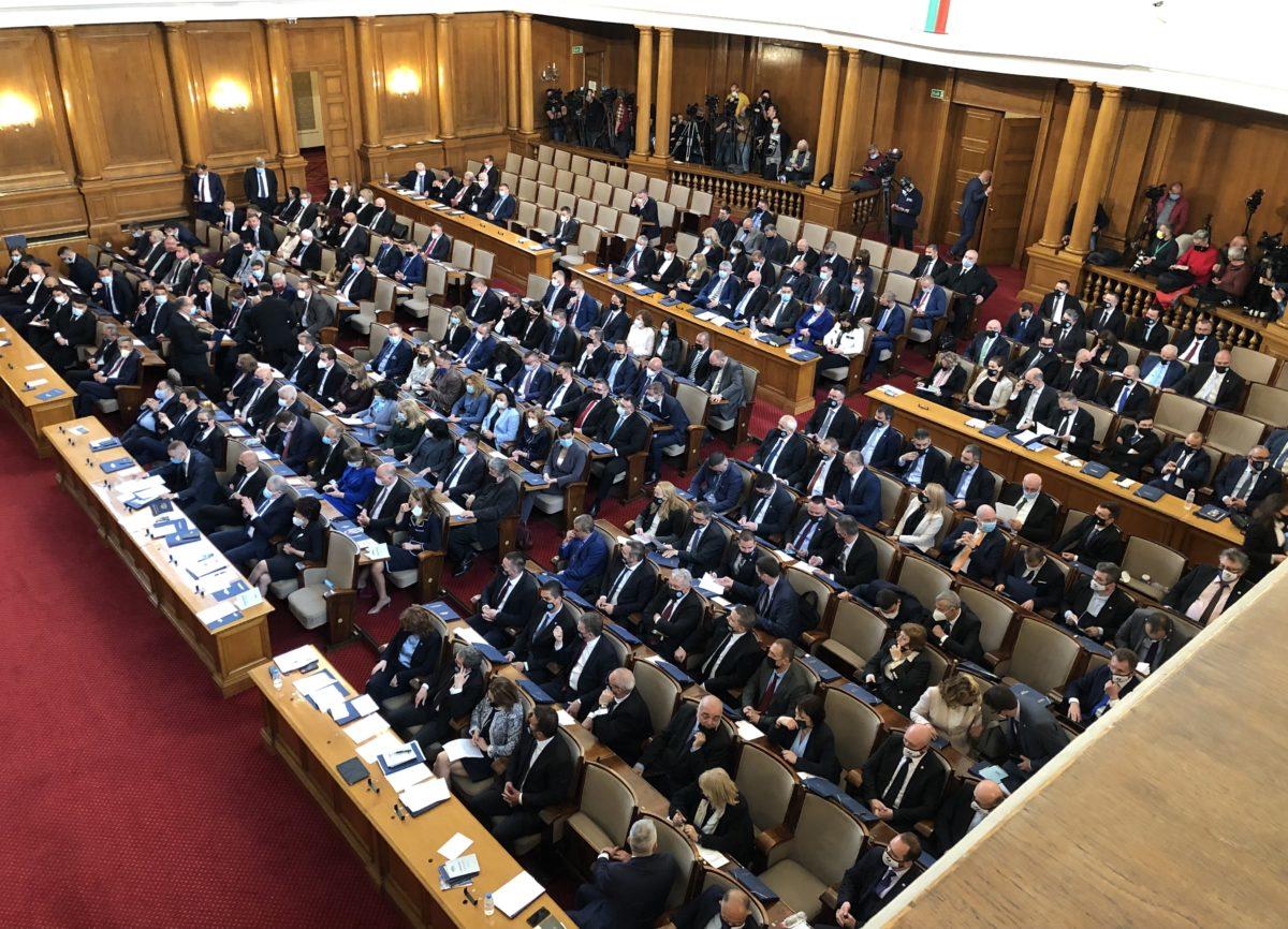 Първите проектозакони на новия парламент – полъх на свобода, но и сериозни противоречия